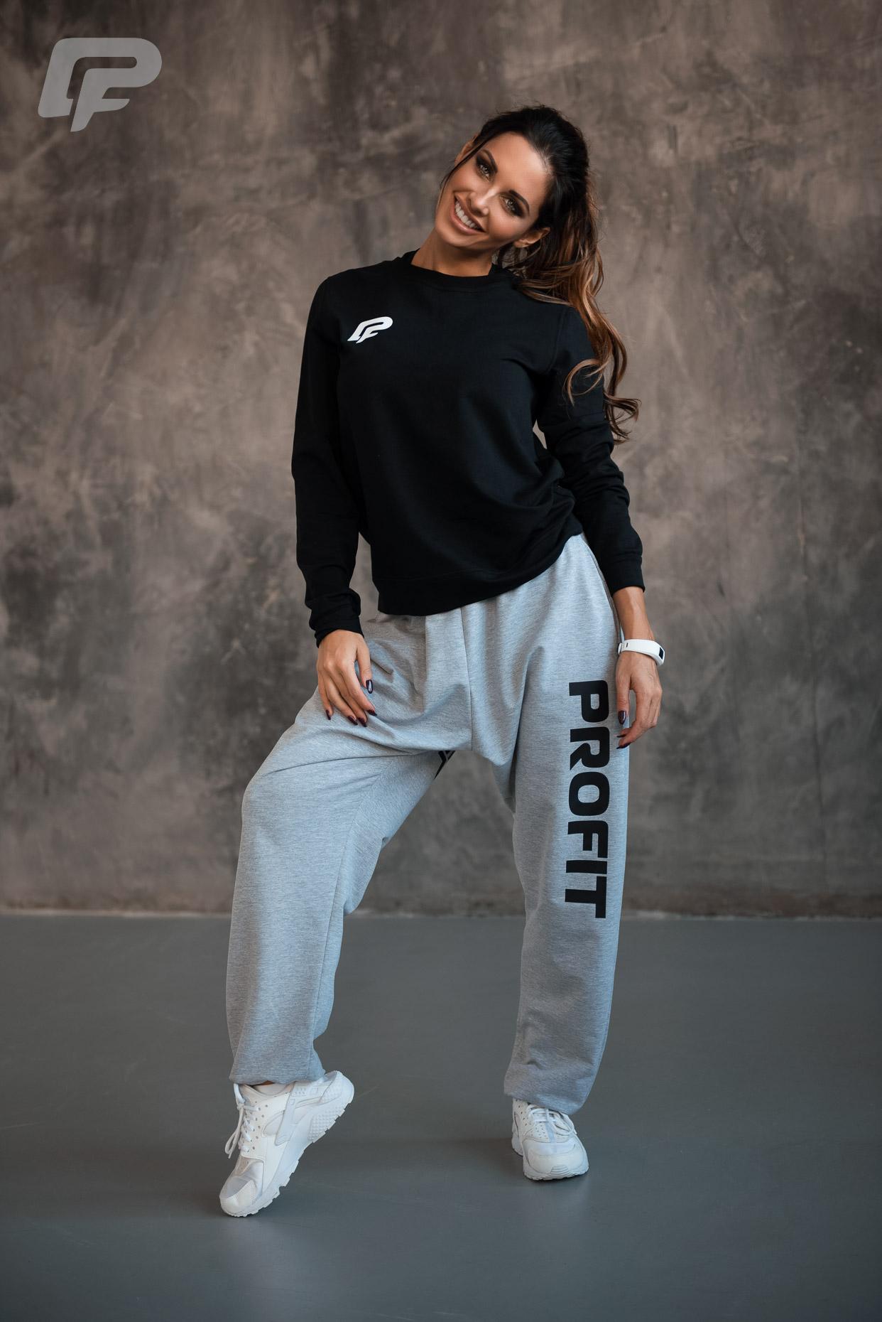 Спортивные штаны с черным принтом + базовый топ PROFIT