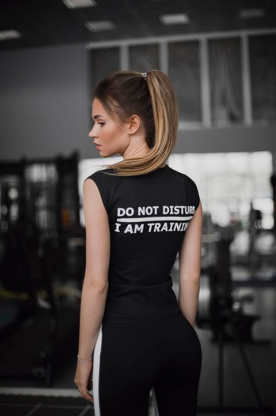 Футболка DO NOT DISTURB/I'M TRAINING